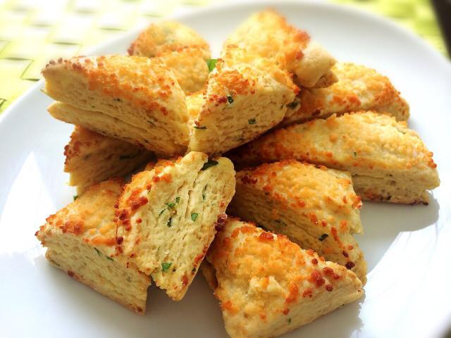 パルメザンチーズとハーブのスコーン