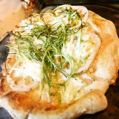 蓮根、水菜、えのき、明太子のピザ