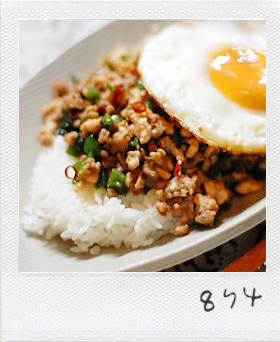 簡単♪ガッパオ飯(挽肉とバジルの炒飯)