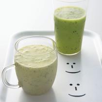 キウイとヨーグルトのジュース(写真左)
