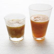 りんごとキャベツとにんじんのジュース(写真右)