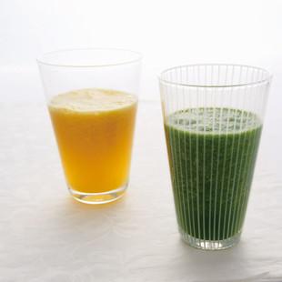 オレンジとほうれん草のジュース(写真右)