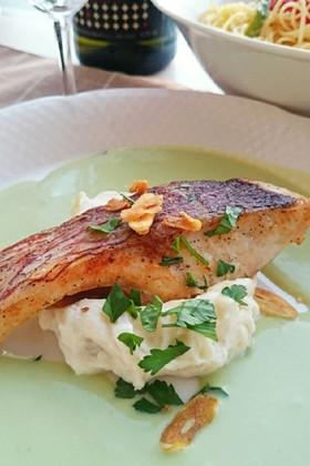 そら豆のソース✾皮パリパリ真鯛のポワレ
