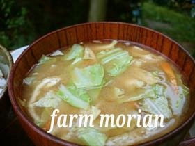 おいしいの基本♪キャベツと揚げのお味噌汁