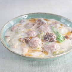 ラム肉団子ととろとろ白菜のミルク煮込み