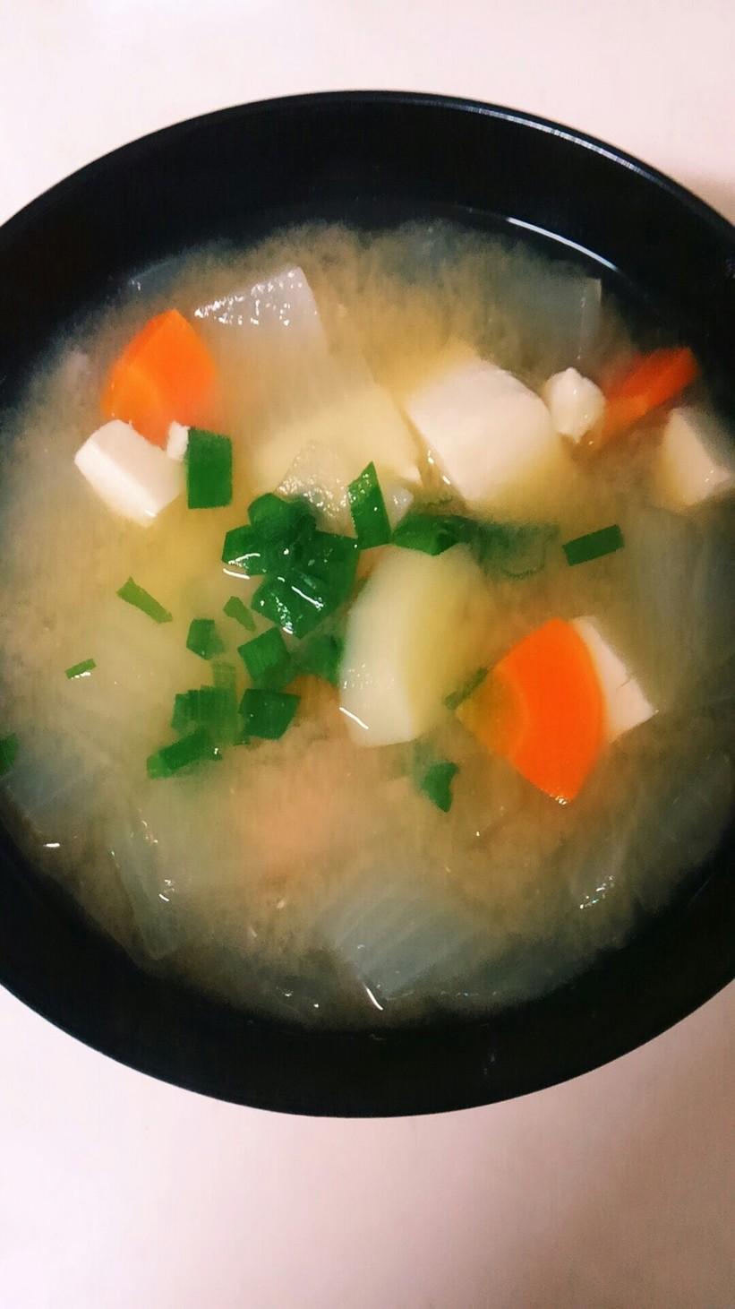 豆腐と根菜たっぷりのお味噌汁☆