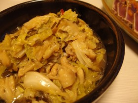ど簡単!春キャベツと鶏皮の塩昆布酒蒸し煮