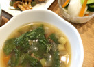 カブの葉とズッキーニのスープ