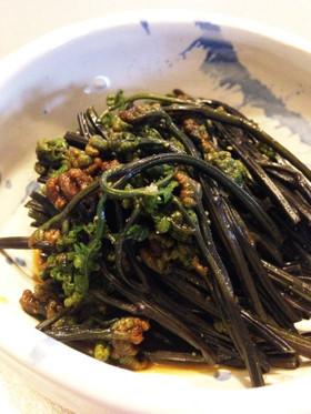 蕨のワサビ醤油漬け