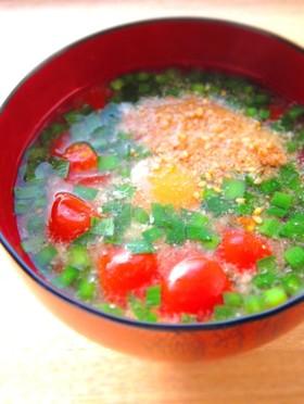 トマトと半熟卵のお味噌汁