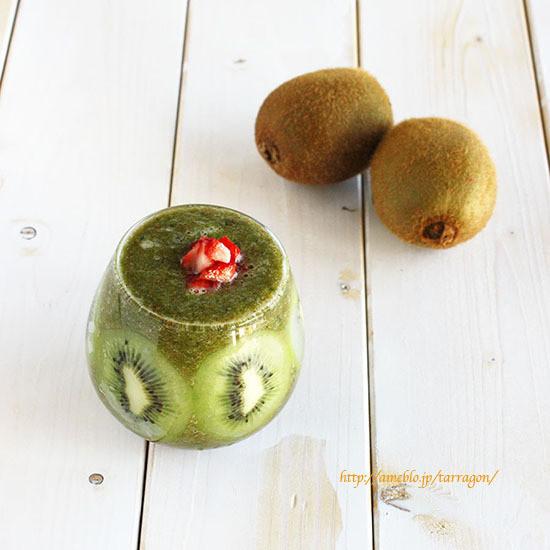キウイと小松菜いちごのグリーンスムージー