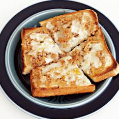 そぼろチーズトースト