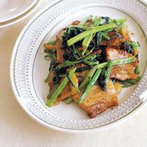 カリカリ豚と空芯菜の炒め物
