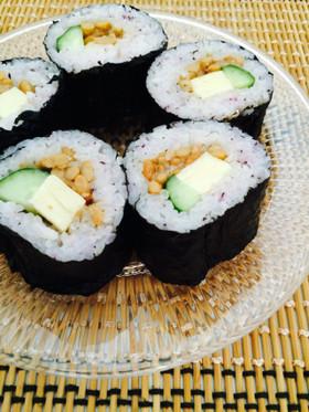 ゆかりご飯で♡納豆きゅうりチーズ巻き寿司