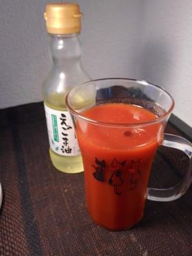 トマトジュースにえごま油入れちゃいました