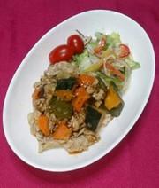 豚肉と夏野菜の粒マスタードソース焼きの写真