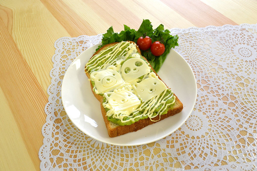 手もみジューサー】アボカドチーズトースト