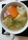 朝は体に優しい野菜スープ。