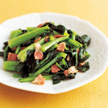 小松菜とベーコンの塩炒め