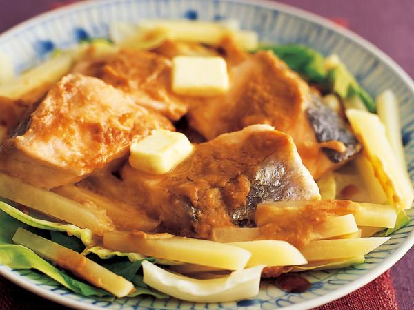 鮭とじゃがいものみそ風味皿蒸し
