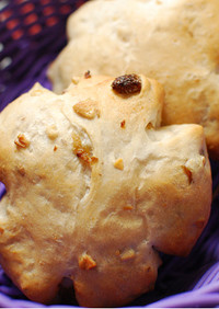 グリーンレーズンとくるみのパン
