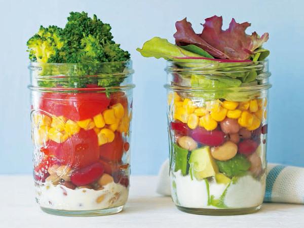 アボカドと豆のサラダ(写真右)