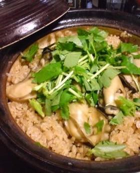 牡蠣の旨味たっぷり♪土鍋で牡蠣ご飯