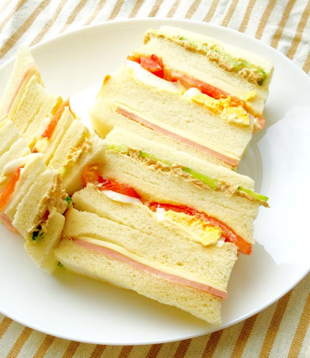 定番!喫茶店風ミックスサンドイッチ