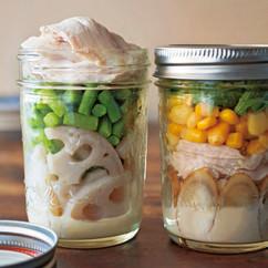 ごぼうと鶏肉のサラダ(写真右)