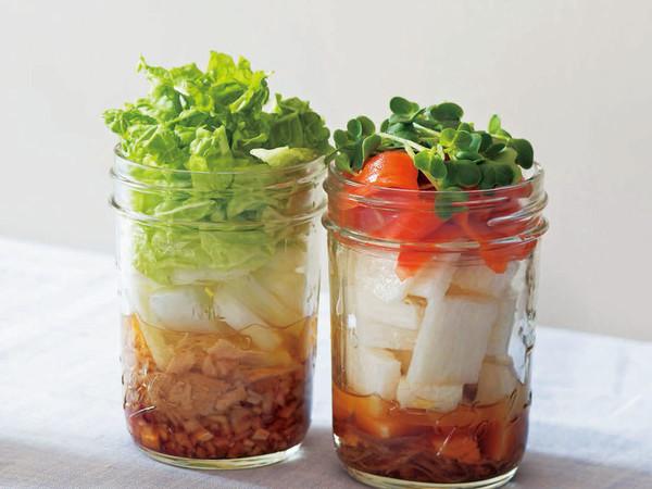 スモークサーモンの梅サラダ(写真右)