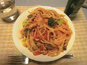 ブロッコリーと豚肉のトマトスパ