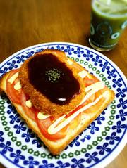 トマトでジューシー☆コロッケトーストの写真