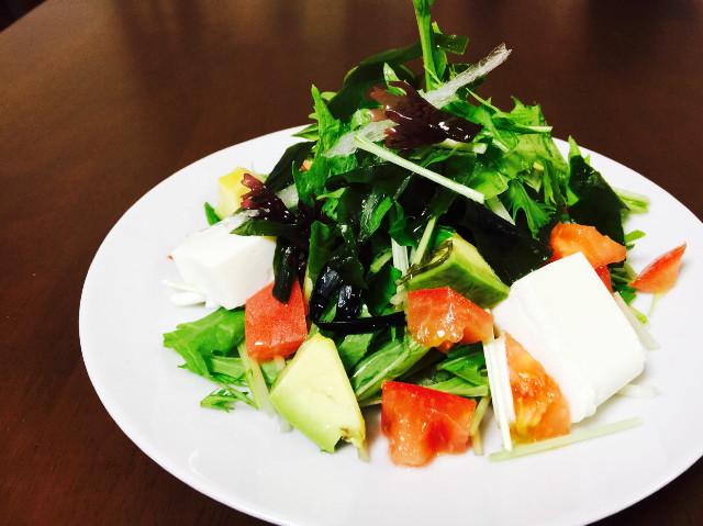 水菜と豆腐と海藻のとろろドレサラダ