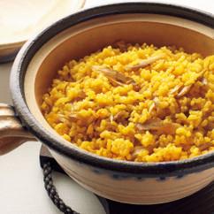 サフラン風味ごぼうの土鍋ごはん