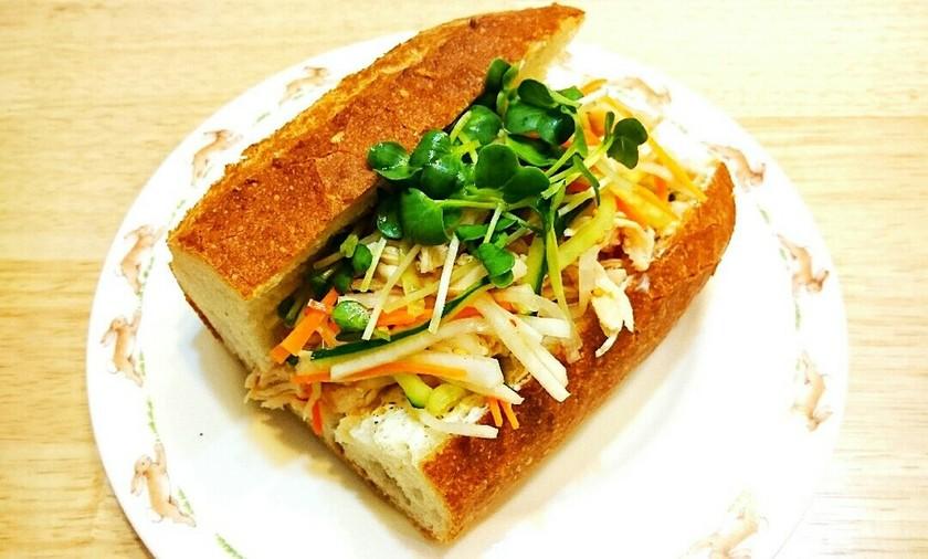 ササミと生野菜のアジアンサンド