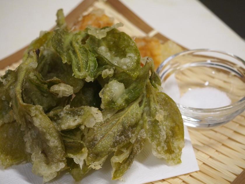 柿の葉の天ぷら