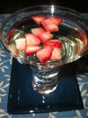 海外組に捧ぐ⑧残念な日本酒と苺のカクテルの写真