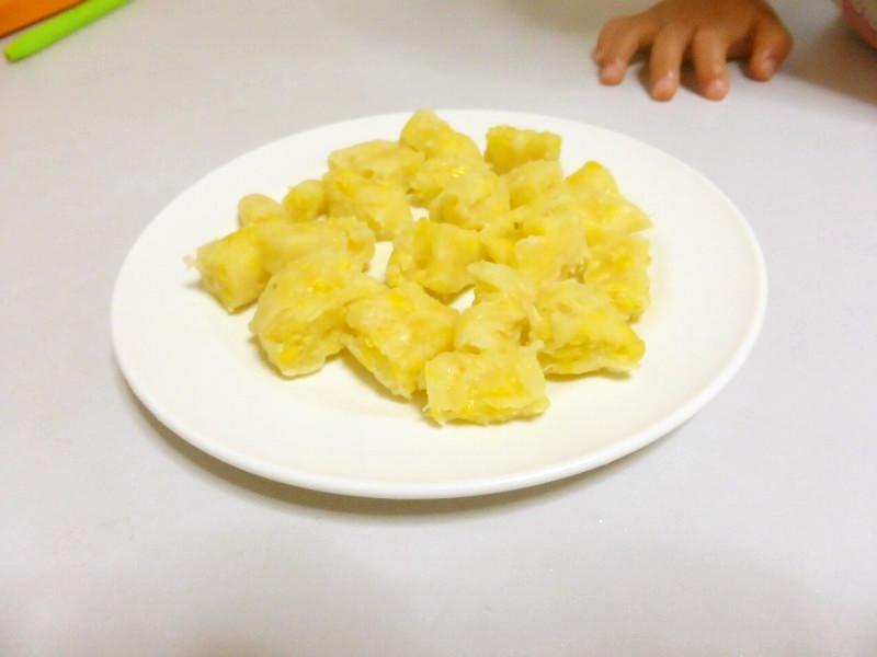 1歳離乳食☆レンジで1分コーン蒸しパン