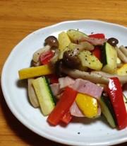 ズッキーニとパプリカのオリーブ油炒めの写真