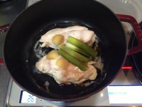 ストウブで簡単!とり胸肉で基本の蒸し鶏