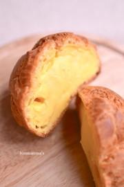 濃い卵黄カスタードのロックシューの写真