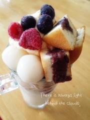 氷果実と冷たい今川焼の白玉クリームパフェの写真
