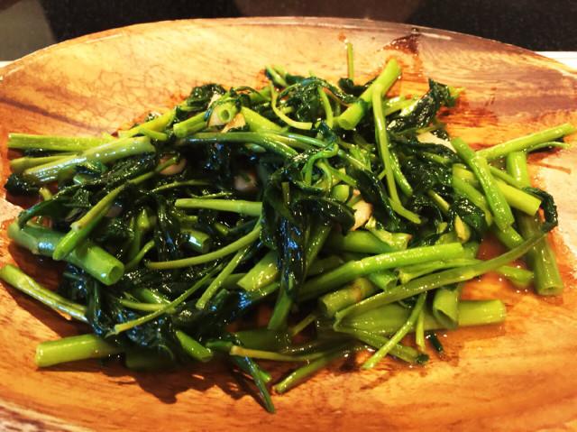 台湾人の友達が伝授してくれた空芯菜炒め