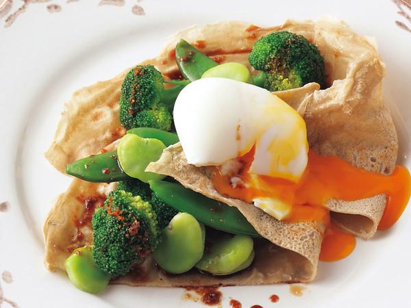 ホットサラダと半熟卵のガレット