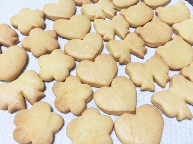 材料4つ!簡単すぎる型抜きクッキー♪