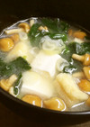 まじゅじゅ家の豆腐となめこのお味噌汁