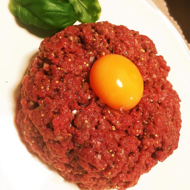 タルタルステーキ〜安い牛もも肉で〜 レシピ・作り方 by 倉つんデラックス 【クックパッド】