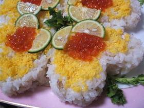 お花見にもハートのデコレーション寿司