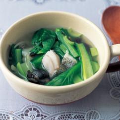 小松菜とたらの黒オリーブスープ