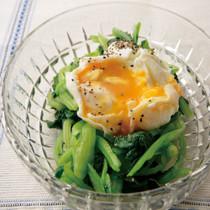 小松菜のポーチドエッグサラダ
